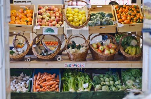 vnitřní tržnice obchodu Zdravíček.jpg